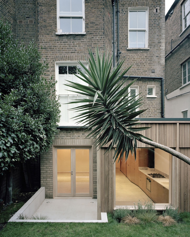 Leaning Yucca house 02 photo by Rory Gardiner